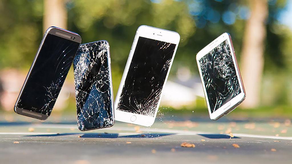 06-iPhone-6-Plus-InUse-BB