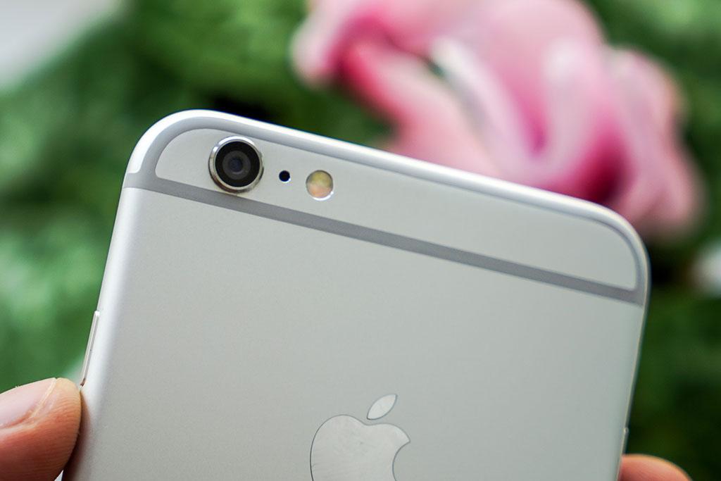 08-iPhone-6-Plus-InUse-BB