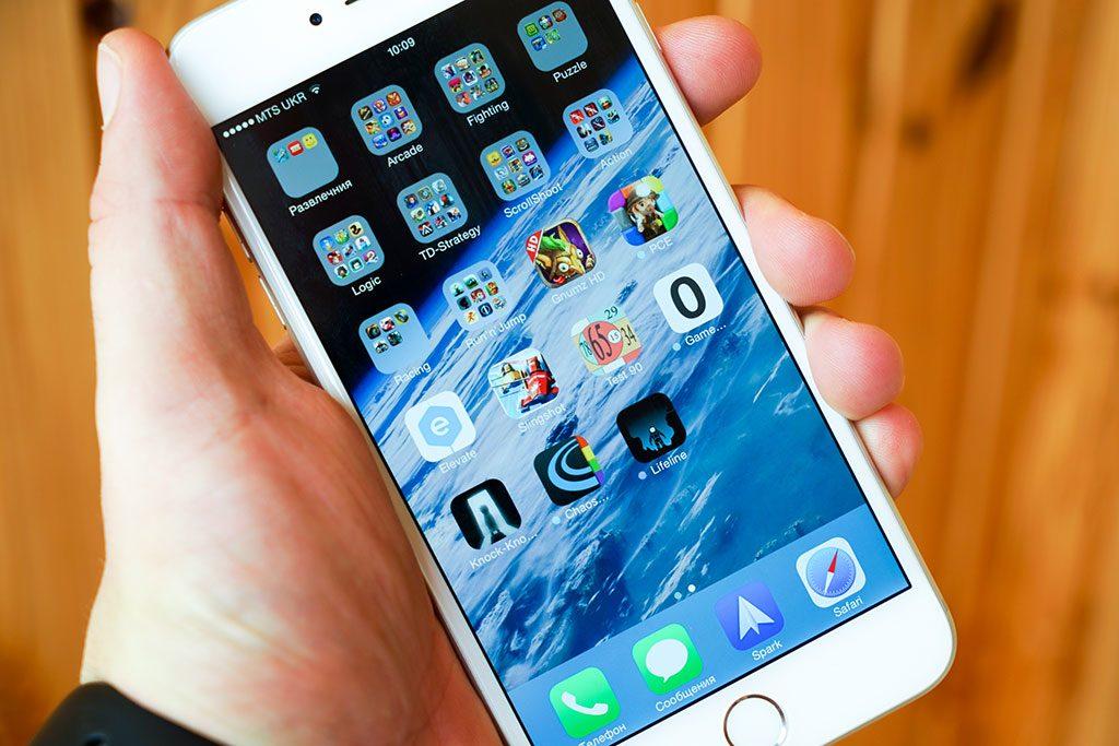 24-iPhone-6-Plus-InUse-BB